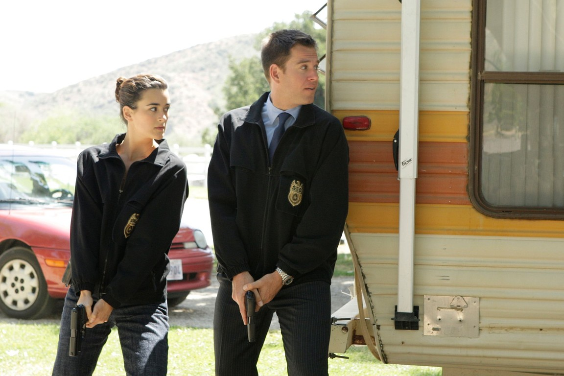 NCIS - Season 5 Episode 17: About face