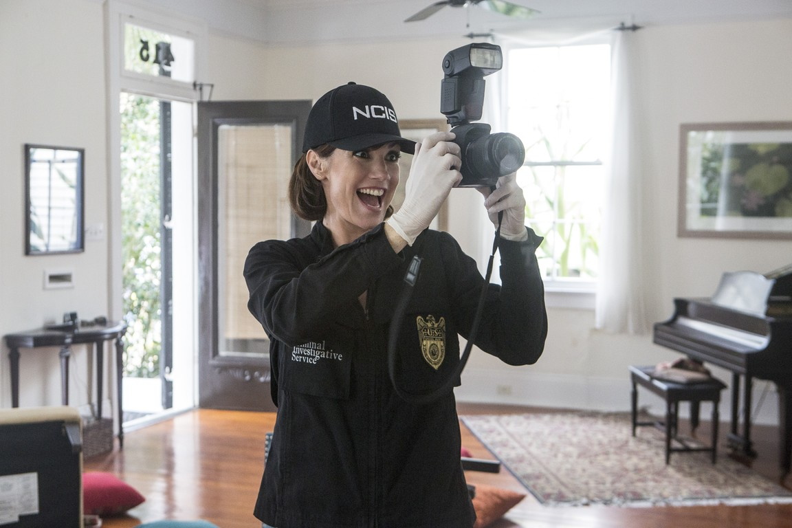 NCIS: New Orleans- Season 2 Episode 17: Radio Silence