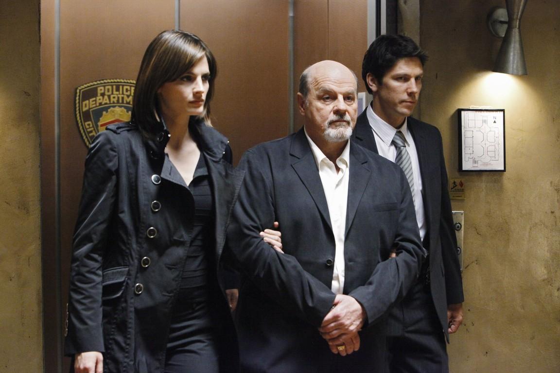 Castle - Season 2 Episode 21: Den of Thieves