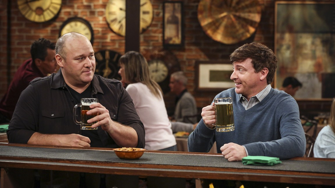 Hot In Cleveland - Season 6 Episode 09: Bad Boys