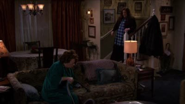 Mike & Molly - Season 4 Episode 10: Weekend at Peggy's