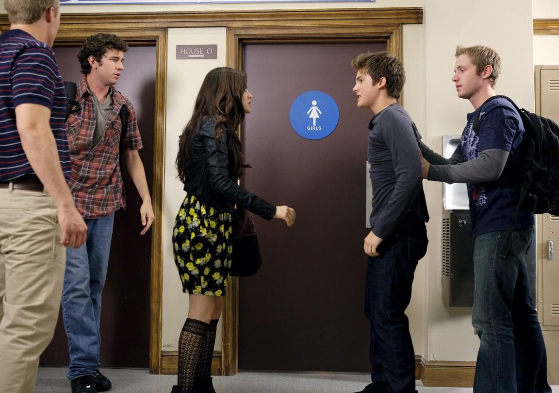 Pretty Little Liars - Season 1 Episode 07: The Homecoming Hangover