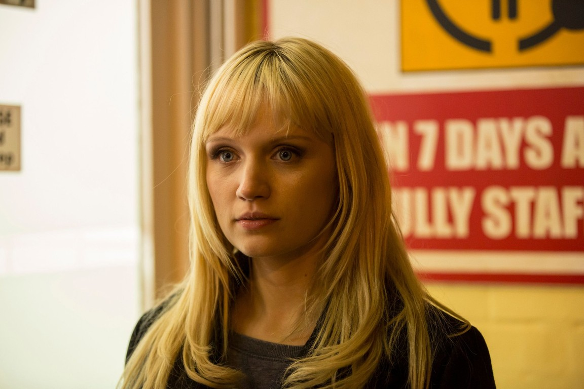 Humans - Season 1 Episode 04