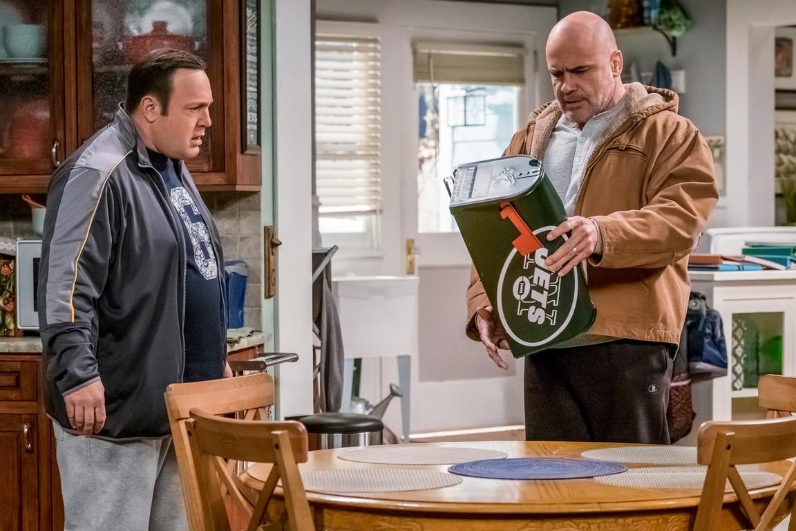 Kevin Can Wait - Season 1 Episode 18: Neighborhood Watch