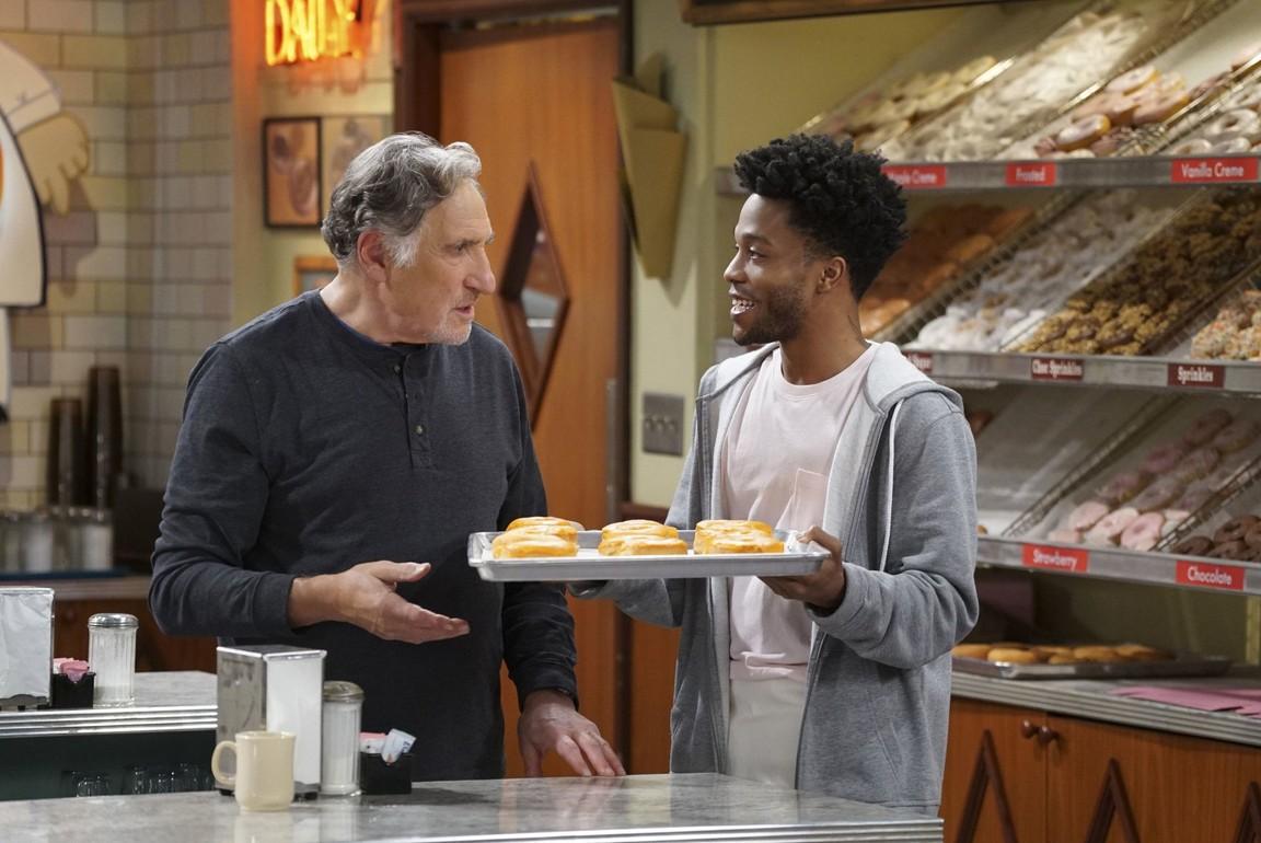 Superior Donuts - Season 1 Episode 02: What's the Big Idea?