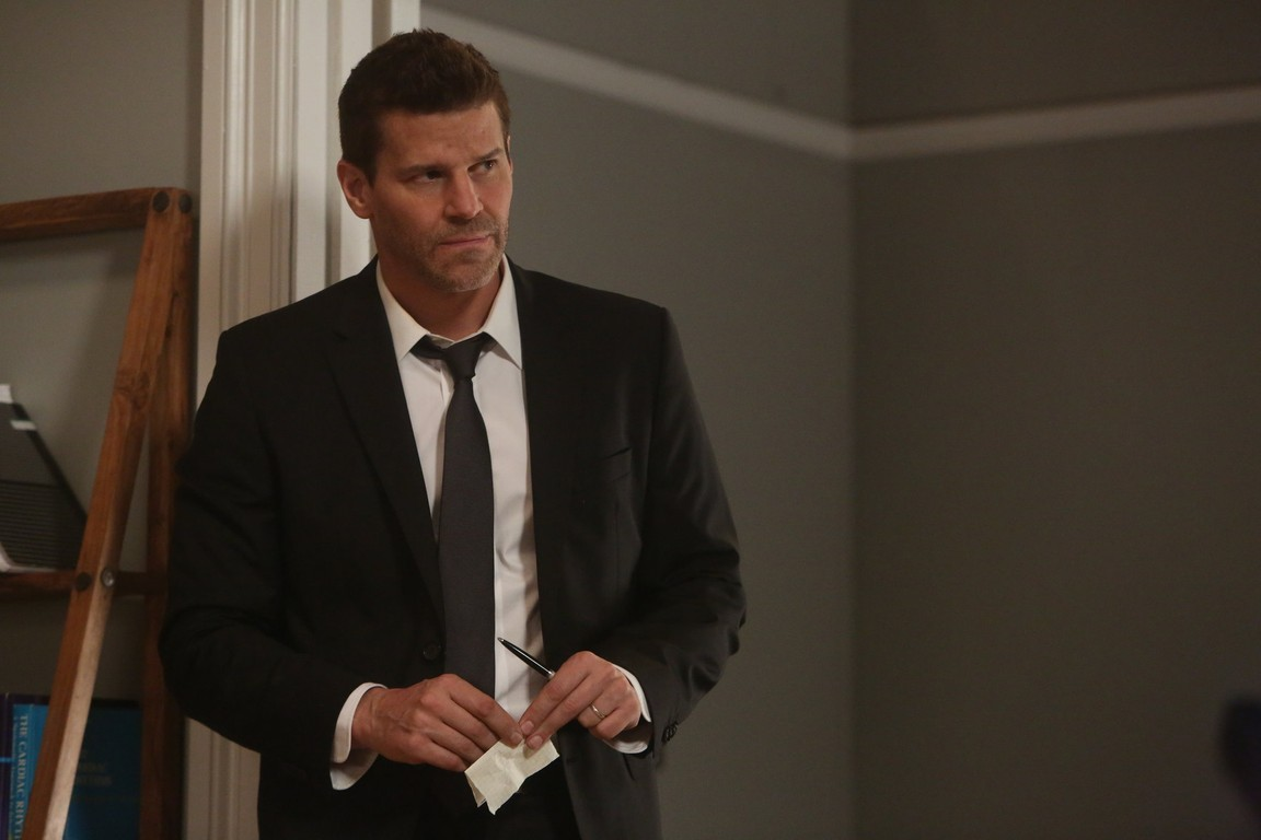 Bones - Season 11 Episode 05: The Resurrection in the Remains