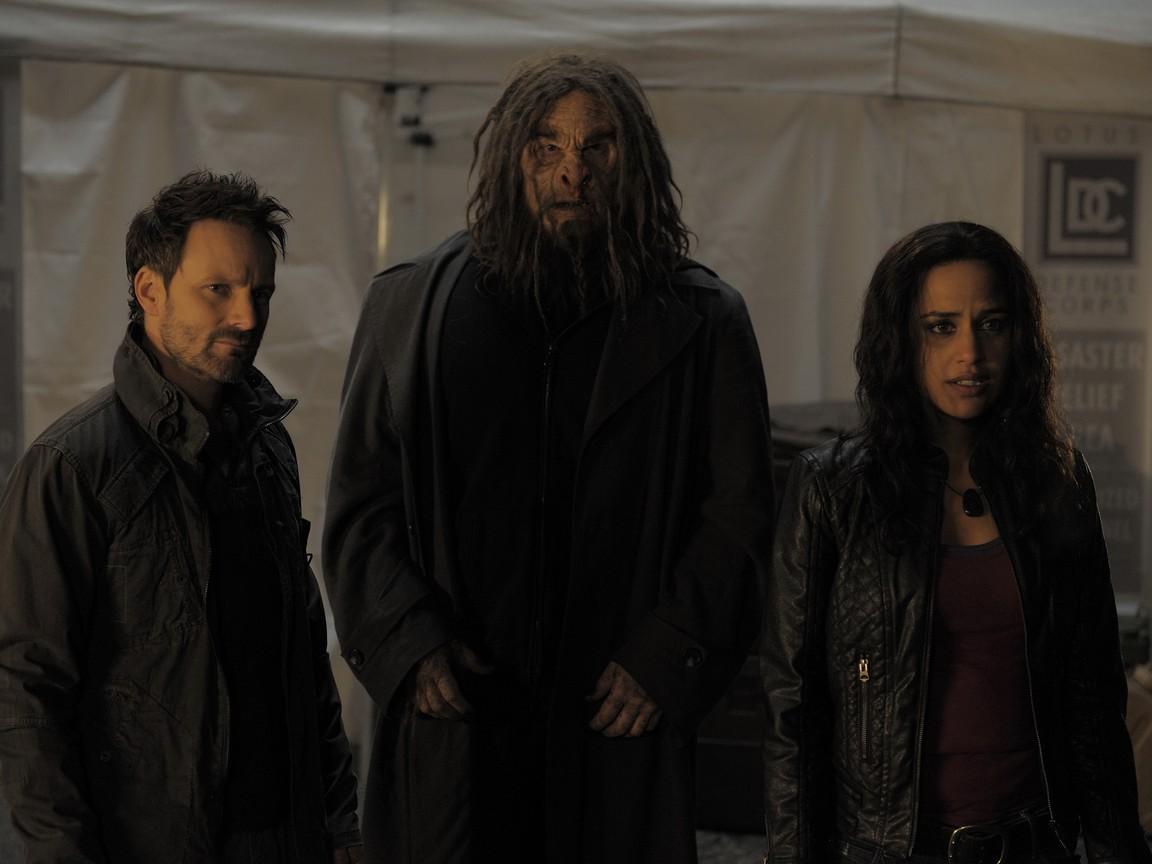 Sanctuary - Season 4 Episode 02: Uprising