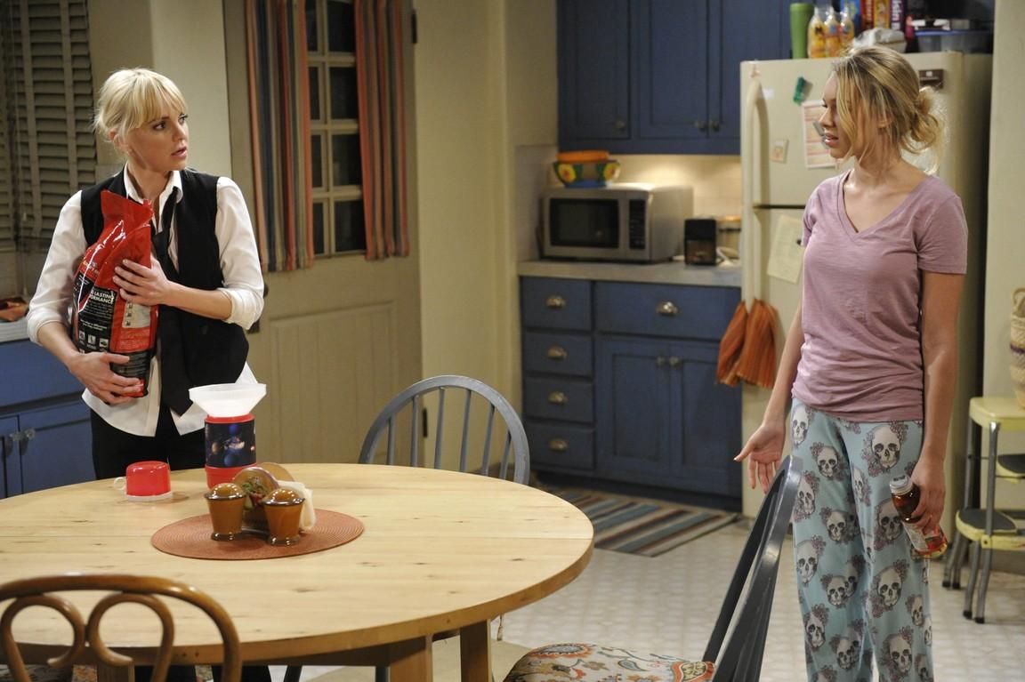 Mom - Season 2 Episode 12: Kitty Litter and a Class A Felony