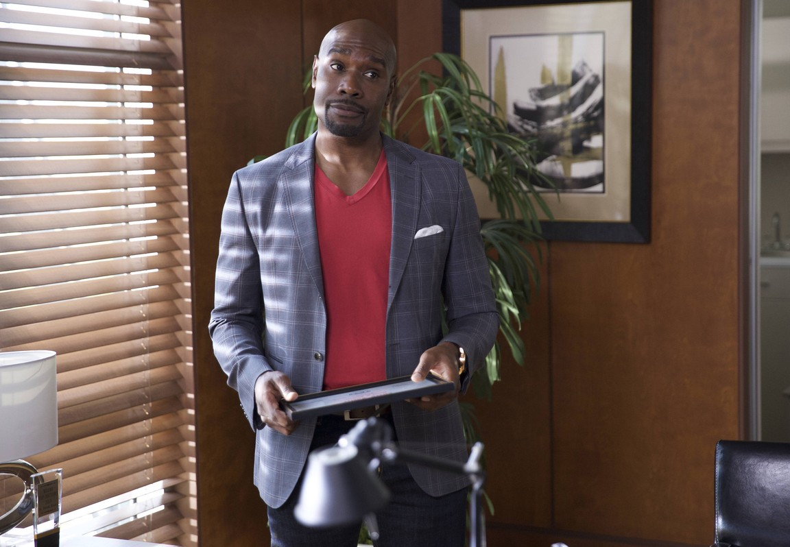 Rosewood - Season 1 Episode 4 Vandals and Vitamins