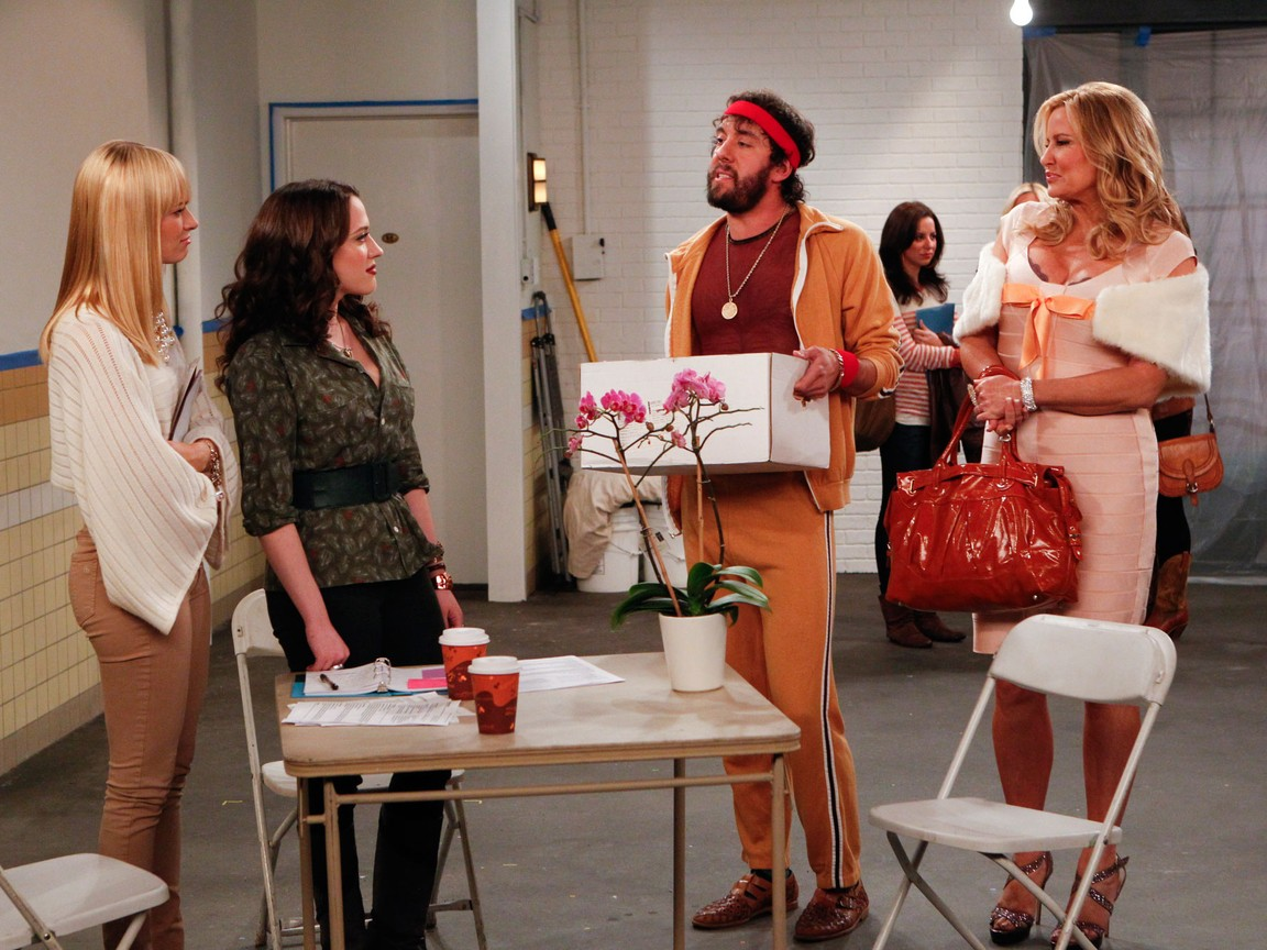 2 Broke Girls - Season 2 Episode 09: And the New Boss