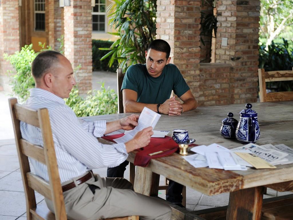 Graceland - Season 2 Episode 9: Gratis
