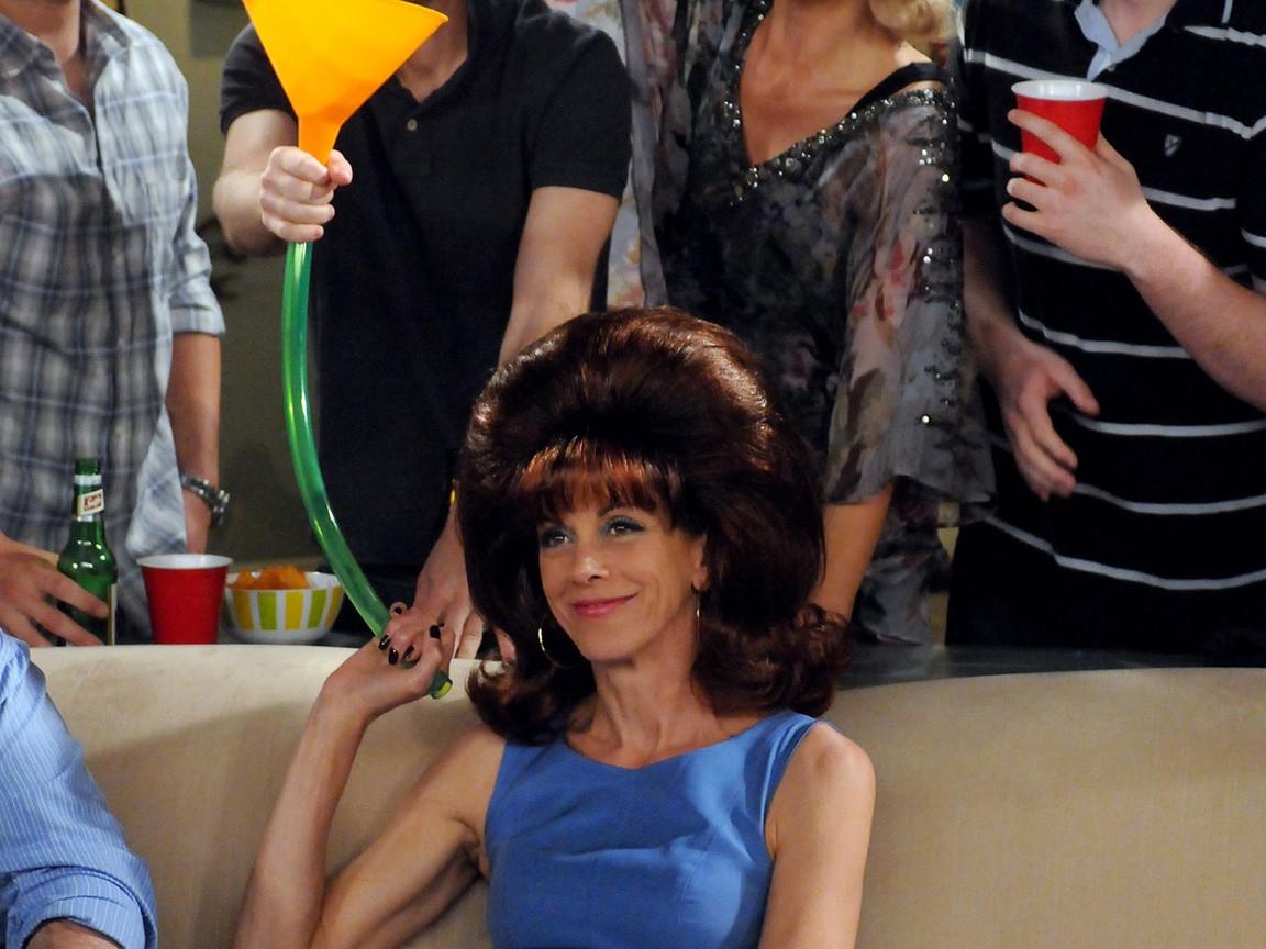 Hot in Cleveland - Season 2 Episode 22: Elka's Wedding
