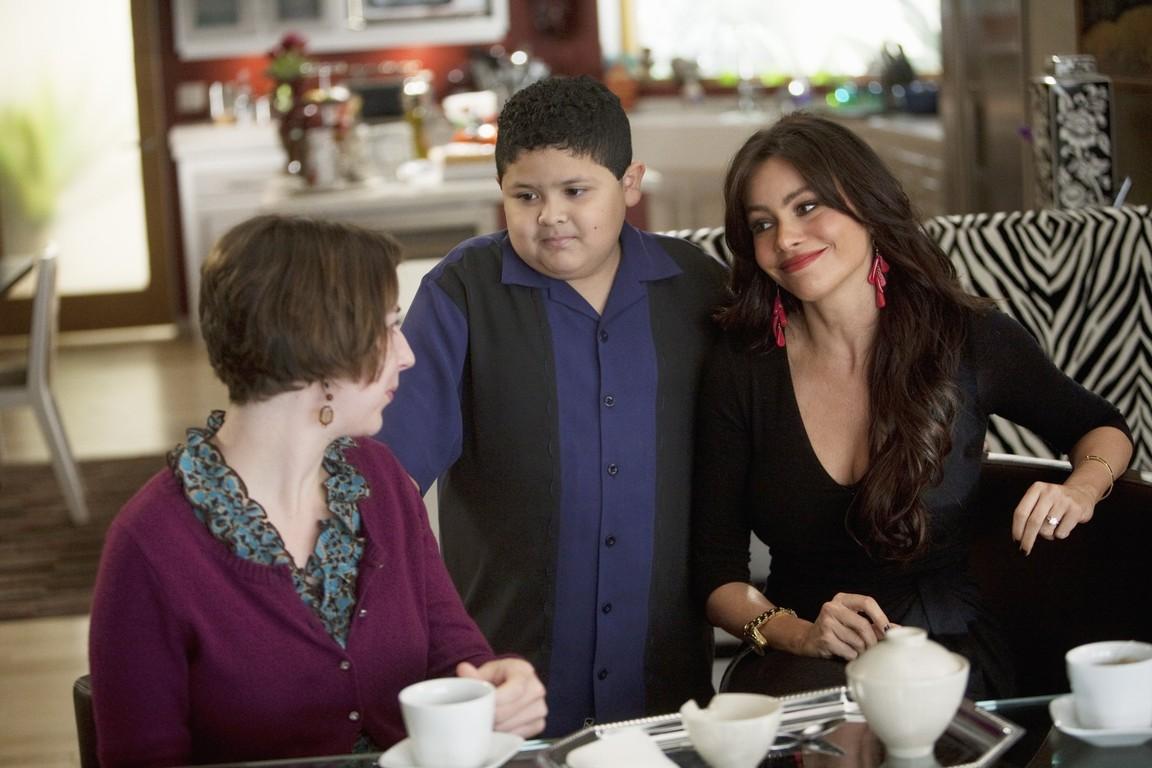 Modern Family - Season 1 Episode 13: Fifteen Percent