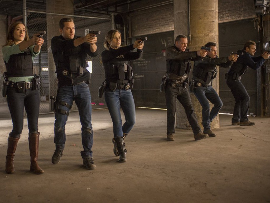 Chicago P.D. - Season 1 Episode 09: A Material Witness