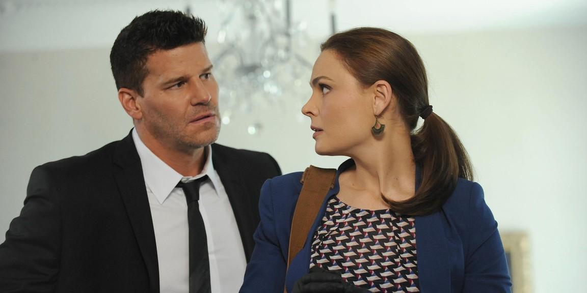 Bones - Season 9 Episode 01: The Secrets in the Proposal