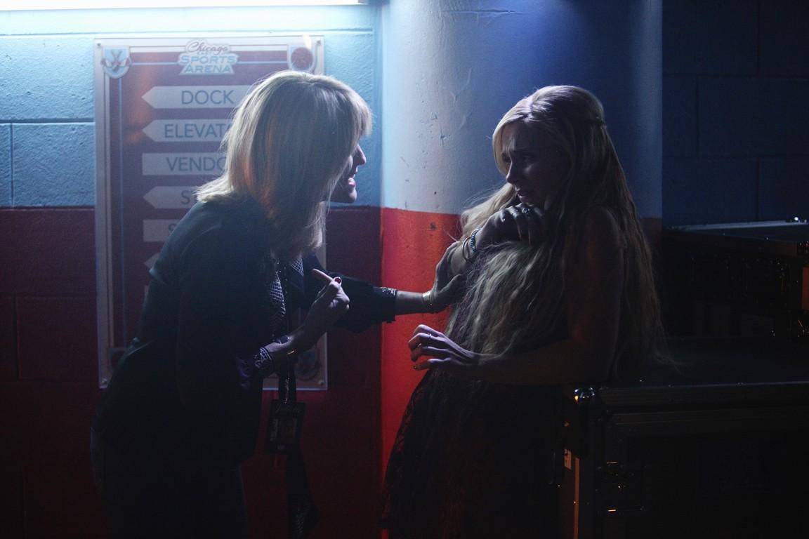 Nashville - Season 2 Episode 19: Crazy