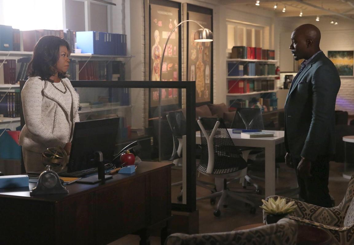 Rosewood - Season 2 Episode 15: Clavicle Trauma & Closure