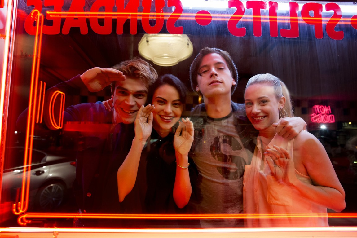 Riverdale - Season 1 Episode 01: Chapter One: The River's Edge