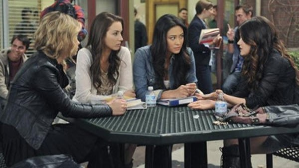 Pretty Little Liars - Season 2 Episode 17: The Blond Leading the Blind