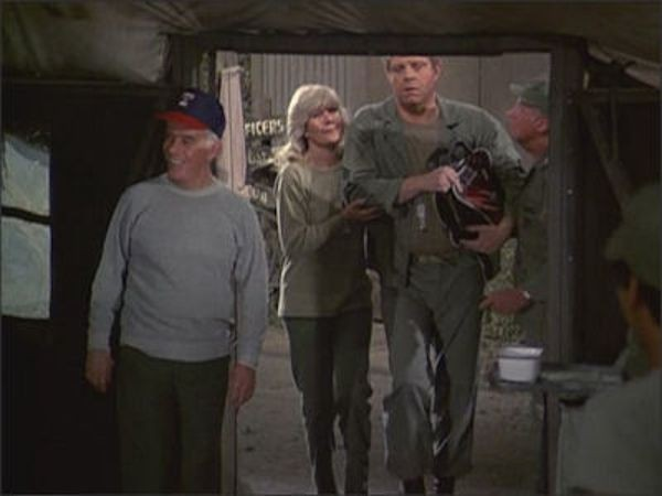 M*A*S*H - Season 10 Episode 17: Promotion Commotion