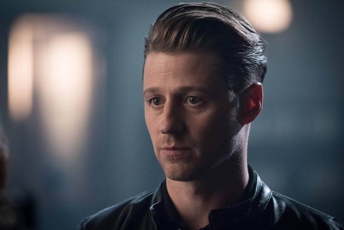 Gotham - Season 3 Episode 01: Mad City: Better to Reign in Hell...