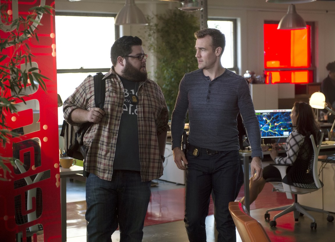 CSI: Cyber - Season 2 Episode 17: Flash Squad