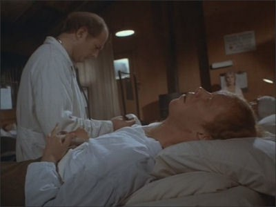 M*A*S*H - Season 7 Episode 10: Baby, It's Cold Outside