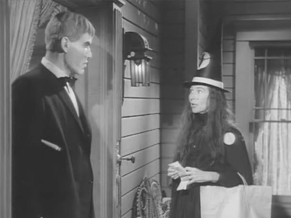 The Addams Family - Season 2 Episode 07: Halloween - Addams Style