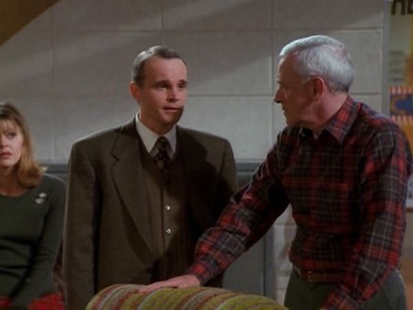 Frasier - Season 4 Episode 12: Death and the Dog
