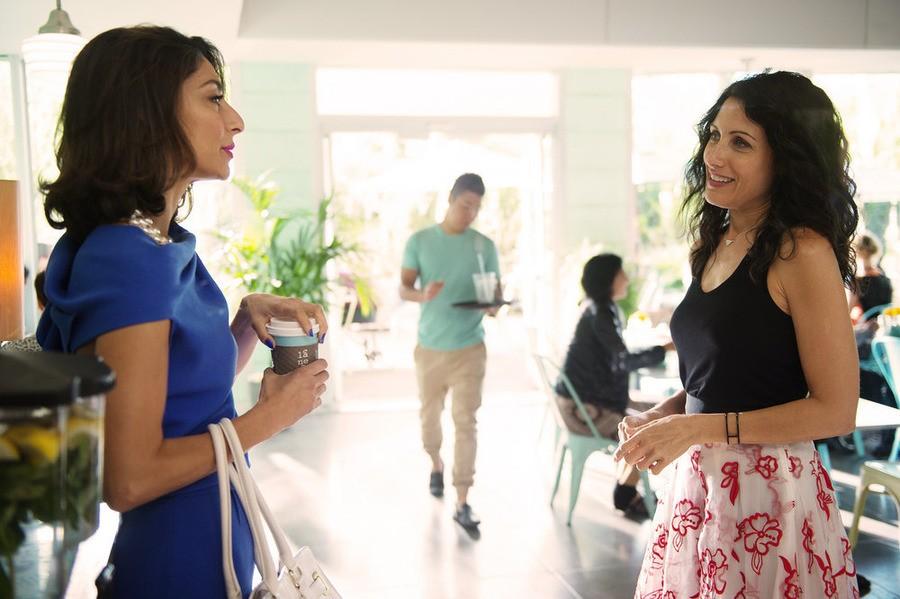 Girlfriends Guide to Divorce - Season 2 Episode 2: Rule #77: Don't Blow The Bubble