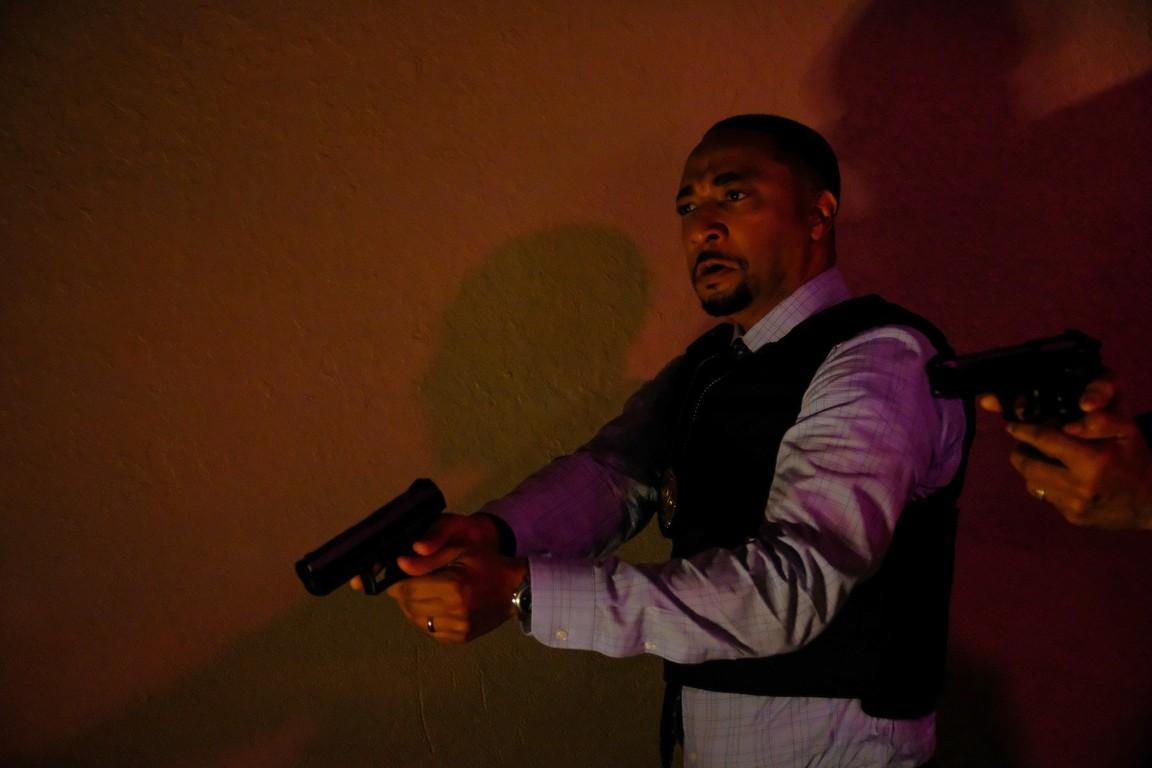 Black Lightning - Season 1 Episode 02: Lawanda: The Book of Hope