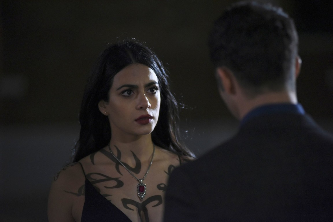 Shadowhunters - Season 2 Episode 08:  Love is a Devil