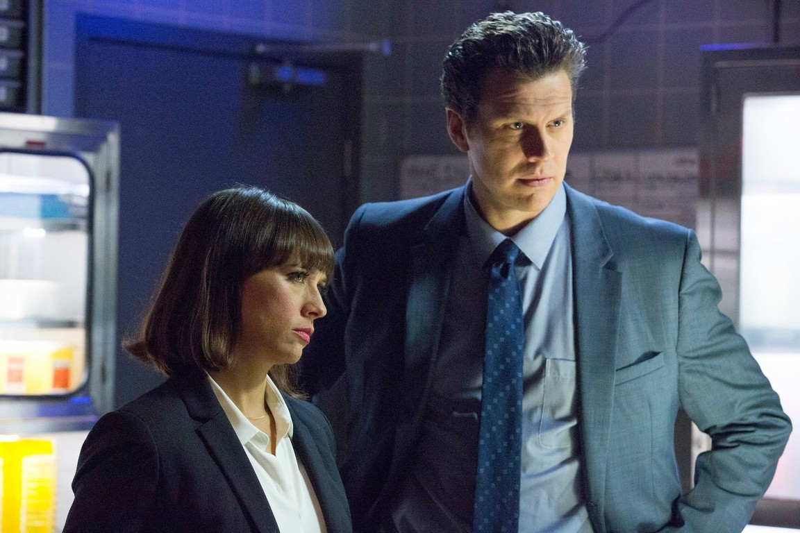 Angie Tribeca - Season 2 Episode 08: The Coast Is Fear