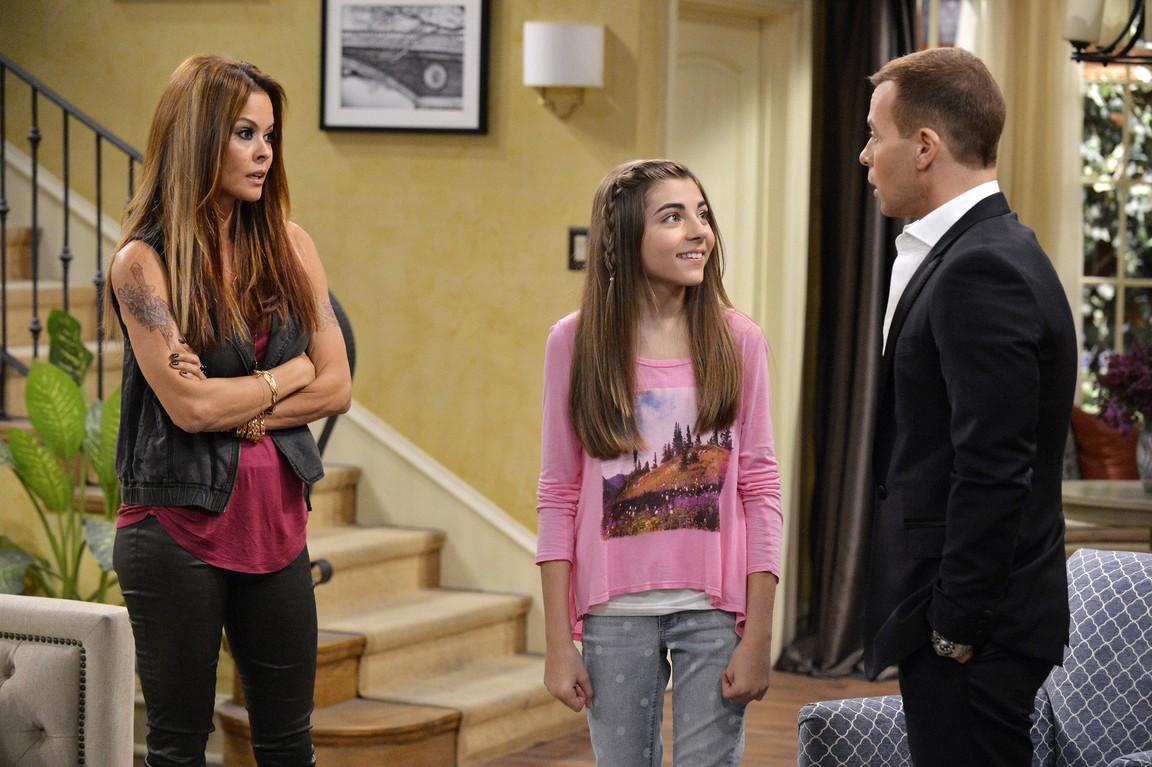 Melissa And Joey - Season 3 Episode 26: The Chaperones