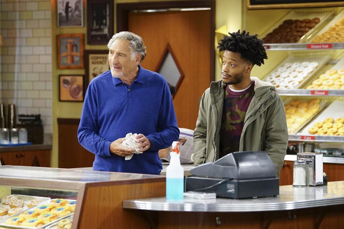 Superior Donuts - Season 2 Episode 05: Flour Power