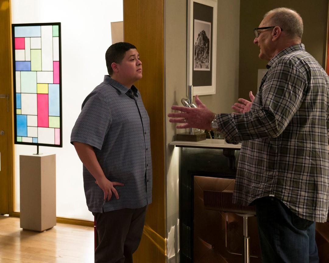 Modern Family - Season 8 Episode 13: Do It Yourself