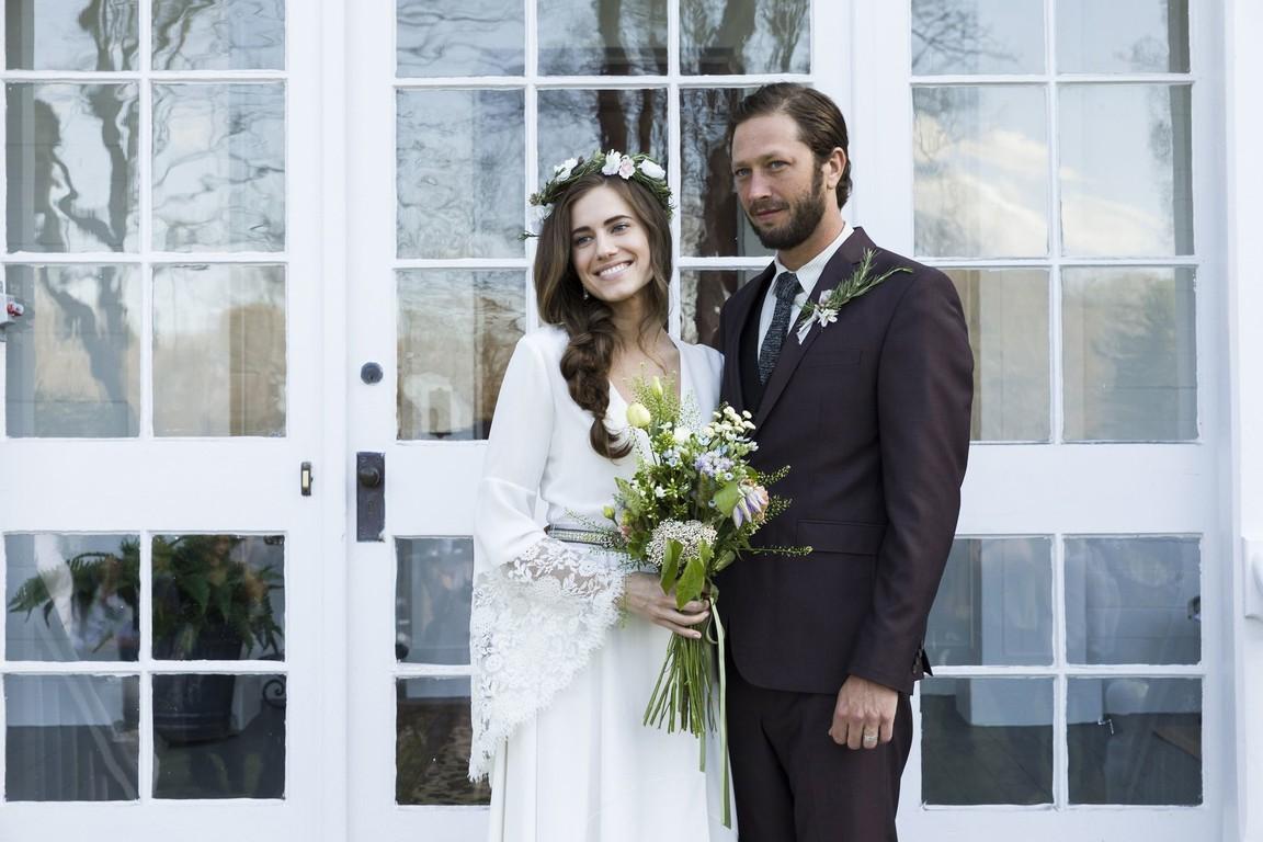 Girls - Season 5 Episode 1: Wedding Day
