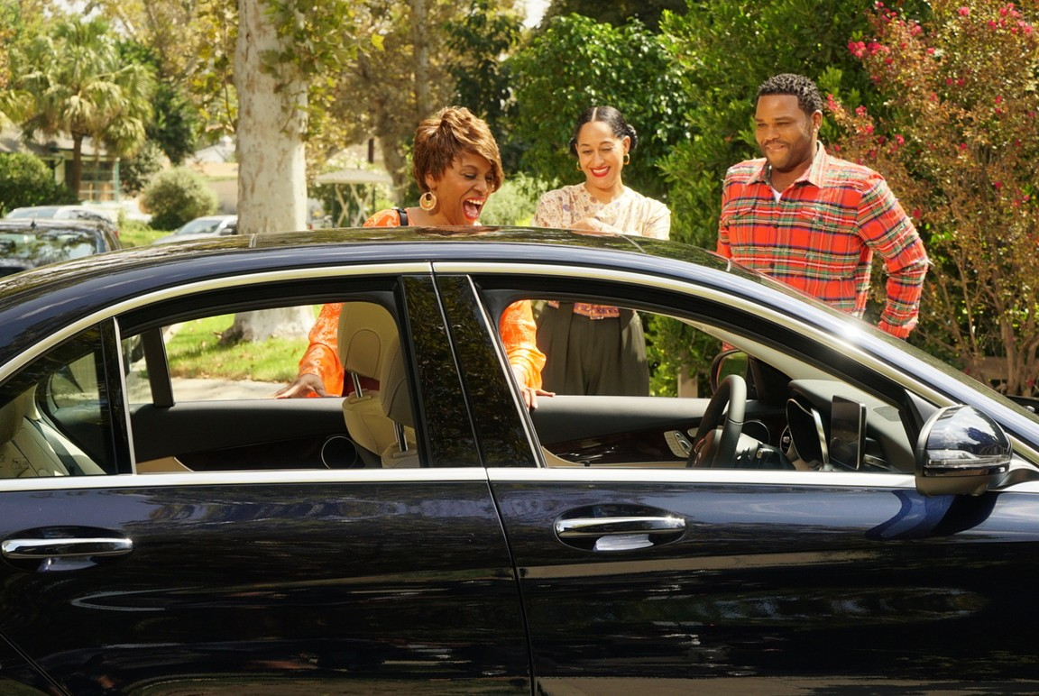 Black-ish - Season 4 Episode 03: Elder Scam