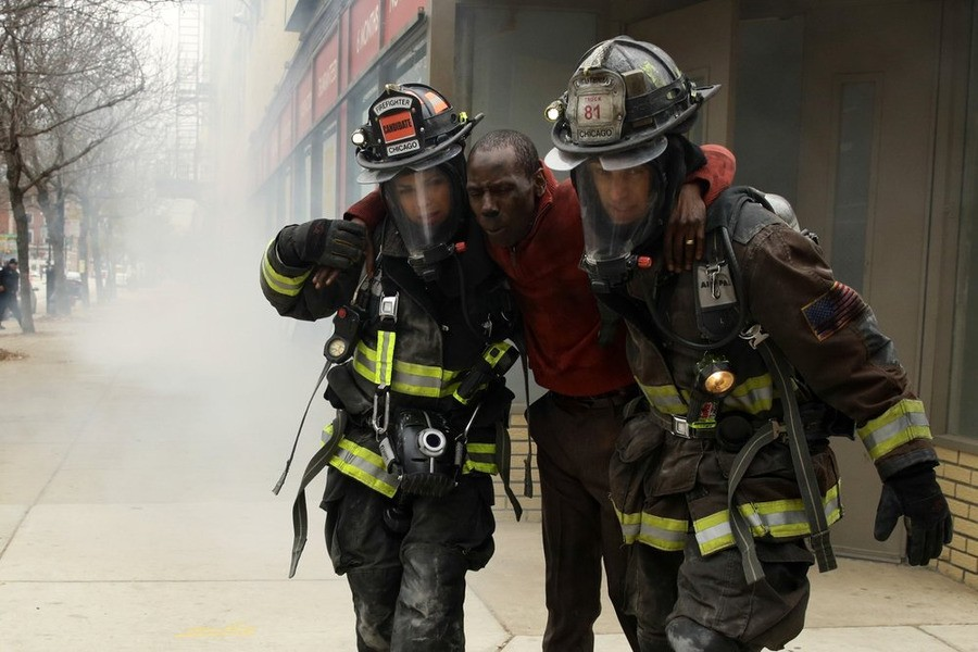 Chicago Fire - Season 3 Episode 09: Arrest In Transit