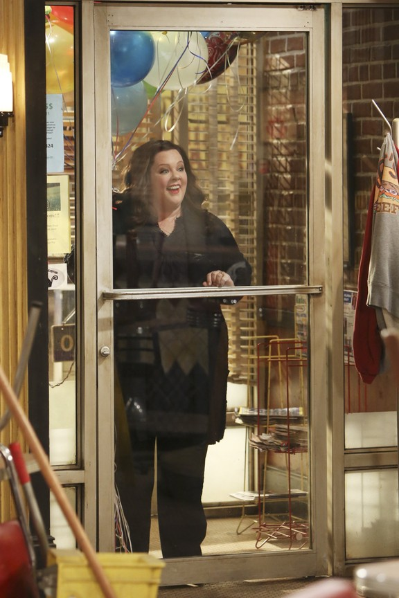 Mike & Molly - Season 5 Episode 7: Support Your Local Samuel