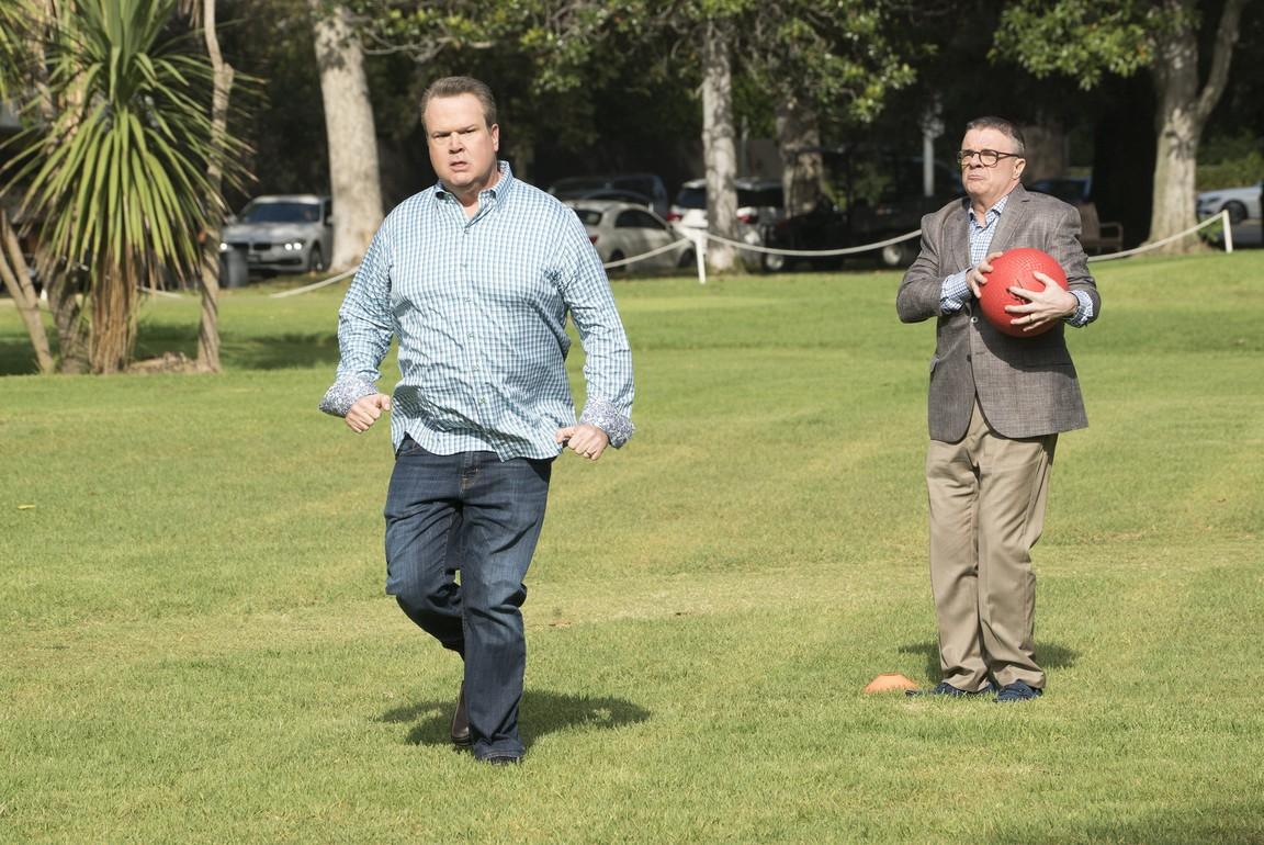 Modern Family- Season 9 Episode 04: Sex, Lies & Kickball