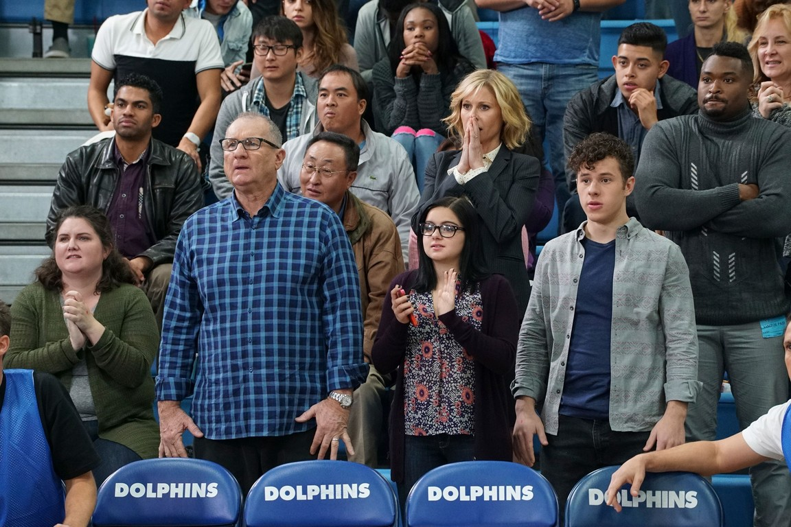 Modern Family - Season 8 Episode 16: Basketball