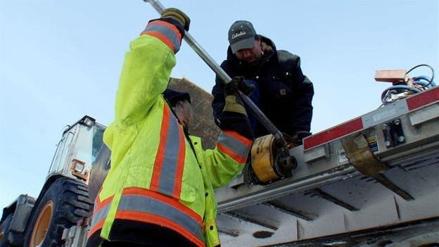 Ice Road Truckers - Season 8 Episode 12: World's End