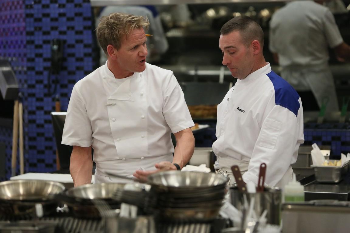 Hell's Kitchen - Season 14 Episode 08: 11 Chefs Compete