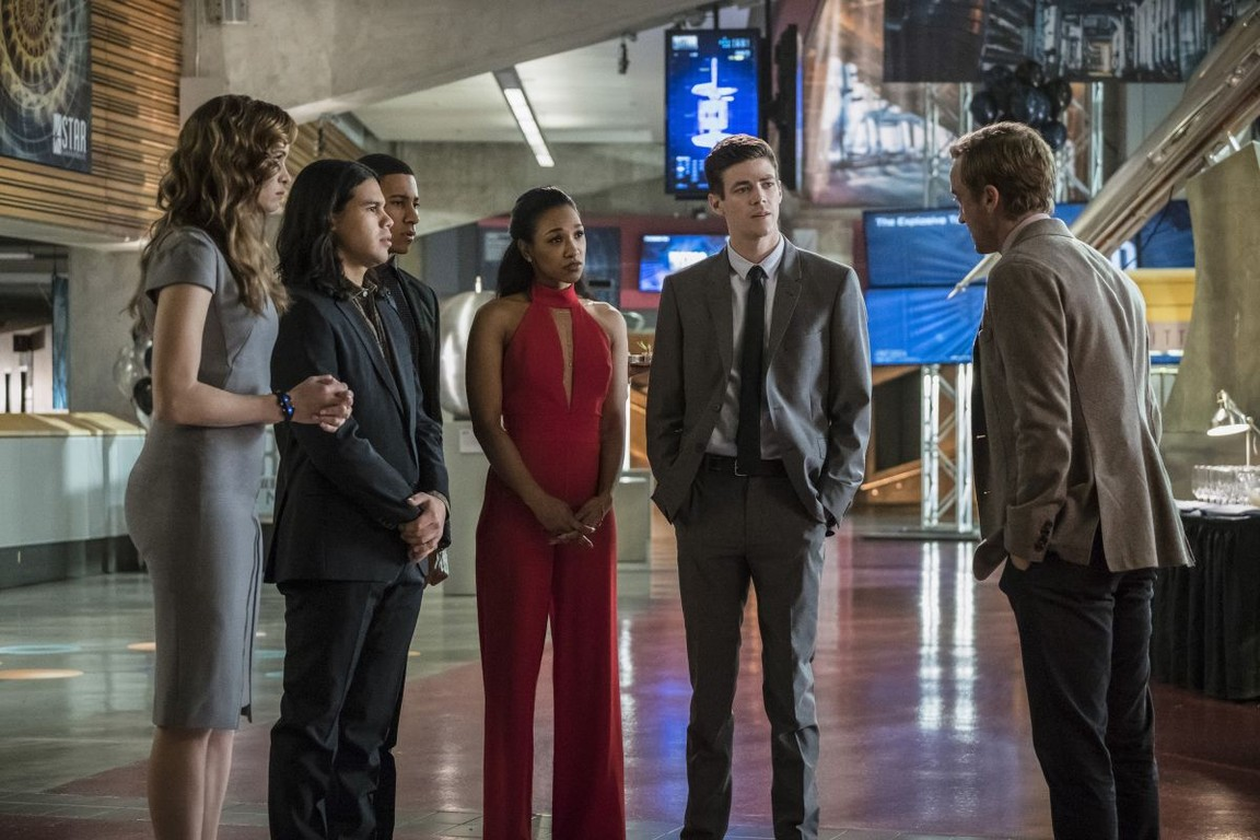 The Flash - Season 3 Episode 10: Borrowing Problems from the Future