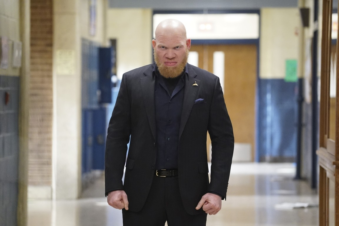 Black Lightning - Season 1 Episode 12: The Resurrection and the Light: The Book of Pain