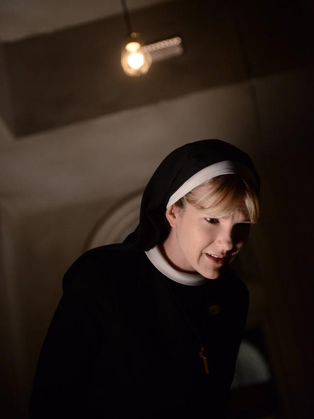 American Horror Story - Season 2 Episode 7 : Dark Cousin