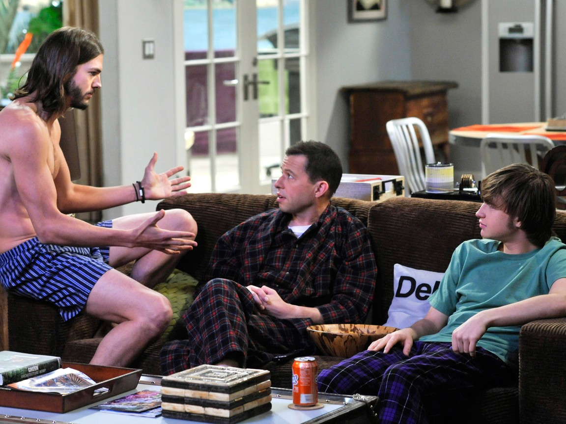 Two and a Half Men - Season 9 Episode 11: What a Lovely Landing Strip