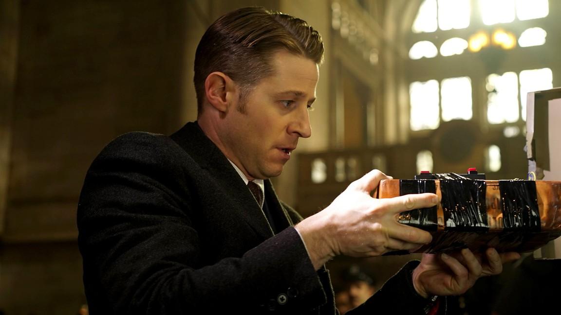 Gotham - Season 2 Episode 15: Wrath of the Villains: Mad Grey Dawn