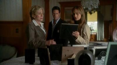 Numb3rs - Season 2 Episode 23: Undercurrents